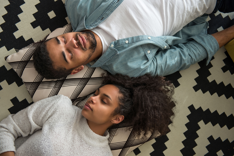 10 formas para mães e pais dormirem melhor