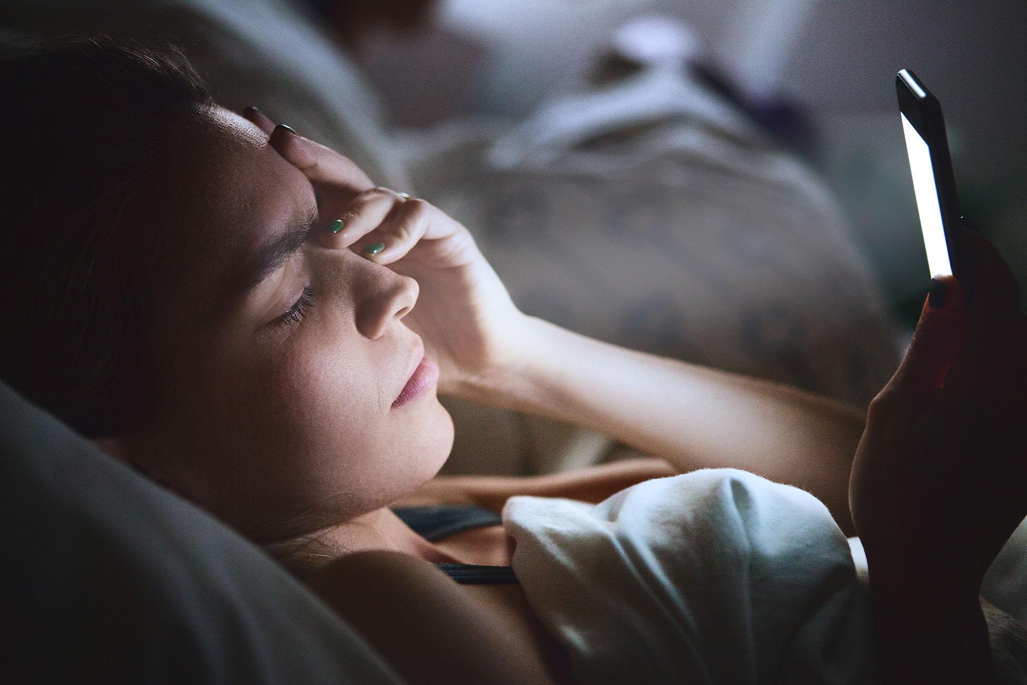 A tecnologia interfere com o sono. Mesmo?