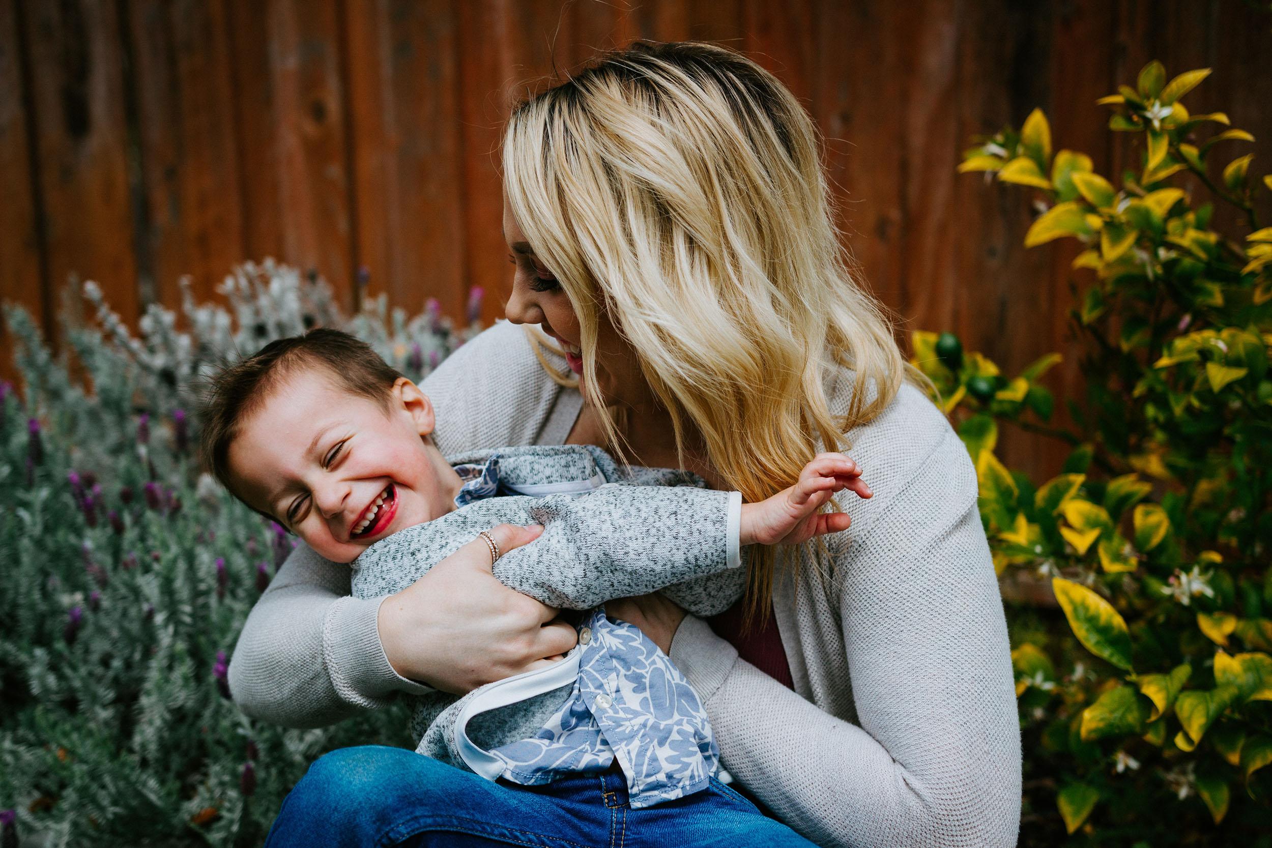 Mães: privação de sono nasce com os filhos